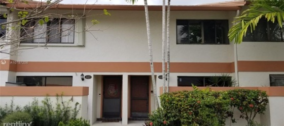 NSU Housing 4425 SW 70th Ter for Nova Southeastern University Students in Fort Lauderdale, FL