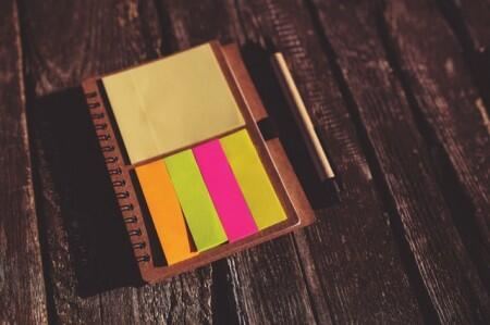 sticky notes, tabs, post-its