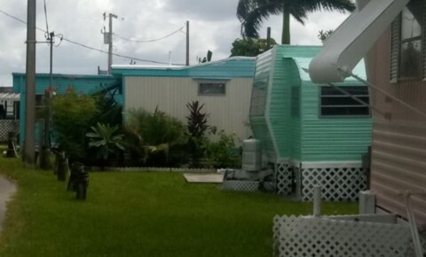Apartments Near Fort Myers 1064 N. Tamiami Tr. C 12 for Fort Myers Students in Fort Myers, FL