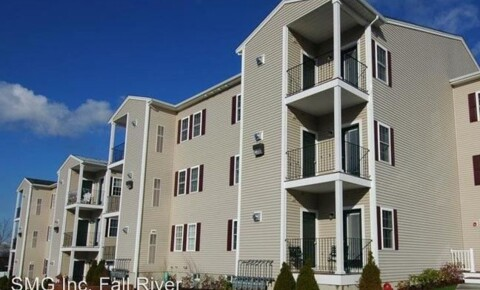 Apartments Near UMass-Dartmouth 4801 North Main street for University of Massachusetts Dartmouth Students in North Dartmouth, MA