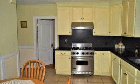 Apartments Near Yorktown Heights Lovely 2 Bedroom Apt 1st Floor 2-Family Home - Laundry On Site - Parking in Driveway/Pleasantville for Yorktown Heights Students in Yorktown Heights, NY