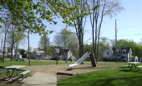 Houses Near Dowagiac Lake Wind Apartments for Dowagiac Students in Dowagiac, MI