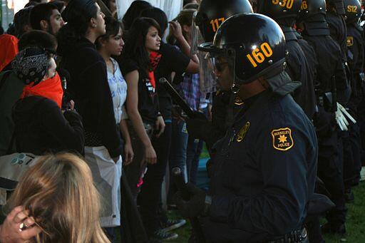 Police separate protesters in Berkeley, California. (Image: John Martinez Pavliga via Wikimedia Commons)