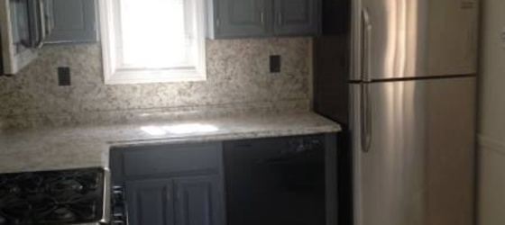 Beautiful 2 Bedroom with Den/Office in 2 Family Home H/HW/G/ Lndy Parking Included - Eastchester