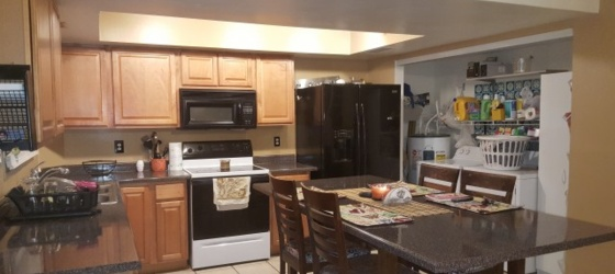 UTILITIES INCLUDED $575 COLLEGE ROOMMATE WANTED