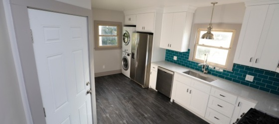 Newly Remodeled 4 Bedroom in the Cottage District